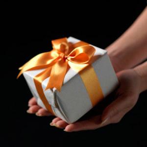 هدية من صبية لصبية